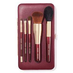Travel Brush Set by Bobbi Brown Cosmetics. Available online at https://www.bobbibrown.es/product/13995/52563/brochas-herramientas/travel-brush-set/fh17