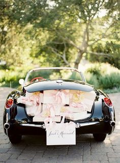 Wedding Ideas: just-married-exit-car