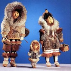 LOTZ: Eskimo carved doll family