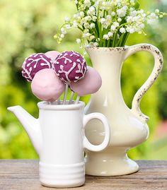 Jarra de porcelana. Bule de porcelana. Servir mesa de doces. Decoração de mesa criativa. Reaproveite objetos. Ideias para a casa.
