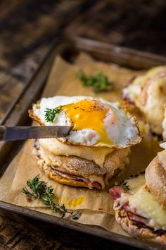 Croque Madame McMuffins… AKA the ultimate ham and cheese sandwich. These babie… – Gesundes Essen, Croque Madame McMuffins… AKA the ultimate ham and cheese sandwich. These babie… – Gesundes Essen, Brunch Recipes, Breakfast Recipes, Breakfast Desayunos, Eat This, Ham And Cheese, Food Photography, Easy Meals, Healthy Dinners, Vegan Dinners