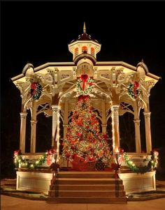 Gazebo in Medina, Ohio. This is sort of what the Westen town square gazebo would look like at Christmas, but the tree would be off to the side and massive Mistletoe kissing ball with lights would fill the center of the gazebo. Christmas Scenes, Noel Christmas, Little Christmas, Outdoor Christmas, Christmas Wedding, All Things Christmas, White Christmas, Christmas Lights, Vintage Christmas