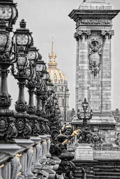 ✎ Paris có hàng trăm điểm đến dành cho giới yêu du lịch, nhưng nếu chỉ có một ngày tại Paris, du khách thường mất nhiều thời gian để lên kế hoạch về những địa điểm đậm chất Paris để ghé thăm. ✎ Một ngày đi bụi ở Paris: http://www.ivivu.com/blog/2013/04/mot-ngay-di-bui-o-paris/ ✎ Cẩm nang du lịch cùng iVIVU: http://www.ivivu.com/blog