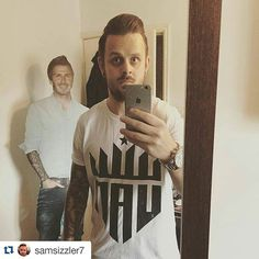 Look at this absolute hero... and Sam!  Repping our first ever design the Billy White Tee. Still available on our website for all those now gagging to be as cool!  #TeamUAN #reppin #becks  #Repost @samsizzler7 with @repostapp  Dress Down Fridays done right @upallnight_apparel with @davidbeckham #photobomb. #teamUAN #mensfashion #streetwear #football #tees #dressdownfriday #upallnightapparel #friday #fridayfeeling #beckham #loveit #fashion #trend #tshirt #print #style #model #jeans #diesel…