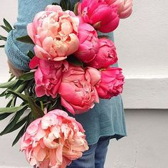 A flashback to one of my favourite hope you all agree.... #peonies #instorenow #inseason #coralcharm #flowersvasette #floristofinstagram #marketmorning