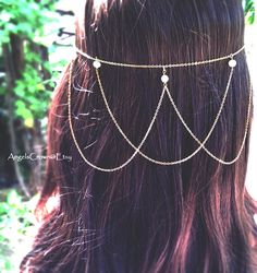 Halo style hair chain. Decorated with white fresh water pearls. Its simple yet goddess-like appearance can match with almost any type of dresses and