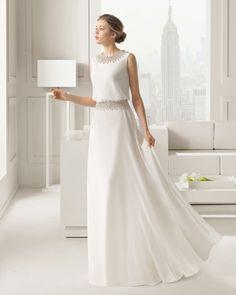 Se volete abbagliare gli invitati, l'abito gioiello è quello che fa per voi, con i suoi punti luce e i suoi cristalli