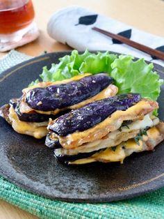 とろ~っとチーズ*茄子と豚肉の重ね焼き by Norimaki 「写真がきれい」×「つくりやすい」×「美味しい」お料理と出会えるレシピサイト「Nadia | ナディア」プロの料理を無料で検索。実用的な節約簡単レシピからおもてなしレシピまで。有名レシピブロガーの料理動画も満載!お気に入りのレシピが保存できるSNS。 Pork Recipes, Wine Recipes, Asian Recipes, Ethnic Recipes, Easy Cooking, Cooking Recipes, My Favorite Food, Favorite Recipes, Work Meals