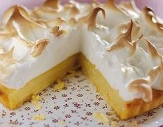 This month the Daring Bakers challenge was Lemon Meringue Pie. The recipe was provided by Jen, from Canadian Baker. After reading all the r. Lemon Recipes, Greek Recipes, Baking Recipes, Cake Recipes, Dessert Recipes, Chocolate Fudge Frosting, Greek Sweets, Easy Sweets, Lemon Meringue Pie