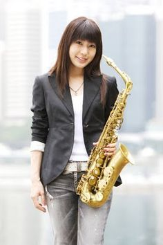 Kobayashi Kaori - Saxophone and Flutist