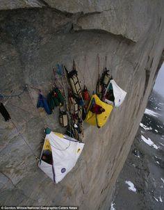 rutas peligrosas 24, Campamento en el acantilado cerca del Artico