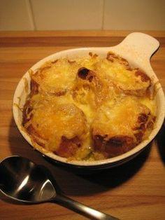 Soupe à l'oignon gratinée à la Julie | .recettes.qc.ca