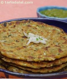 A maharashtrian snack-this is one of the most popular and nutritious delicacies of this region. The whole grains are rich in vitamin e that helps in skin rejuvenation, wound healing, boosting immunity and protection against various diseases. You can use this combination of flours to make chapattis that are healthy and wholesome. Baby Food Recipes, Indian Food Recipes, Vegetarian Recipes, Cooking Recipes, Healthy Recipes, Gujarati Cuisine, Indian Flat Bread, Dosa Recipe, Rich Recipe