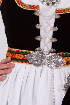 """Vestfold bunad vevd ull belte, kankje paa en """"rigid heddle loom"""". Stylish Clothes, Stylish Outfits, European Costumes, Folk Clothing, Bridal Crown, Looking For Someone, Folk Costume, Summer Outfits Women, Fashion Sewing"""
