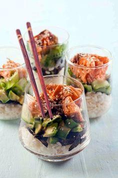 Sushi im Glas! Für ca. * 2 Becher gekochter Sushi-Reis * ca. Fancy Appetizers, Appetizer Recipes, Appetizer Ideas, Kosher Recipes, Cooking Recipes, Fancy Food Presentation, Sushi Party, Creative Food, Food Design