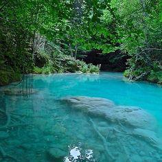 Urederra river #river #crystalwater #nature #wilderness #spain #navarra #urederra #explore #travel #outdoor (Foto  @indigouuu en #Instagram) Saber más... http://www.turismo.navarra.es/esp/organice-viaje/recurso/Patrimonio/4310/Nacedero-del-Urederra.htm