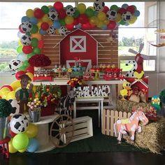 Mcdonalds Birthday Party, Birthday Party Drinks, Safari Birthday Party, Birthday Party Decorations, 2nd Birthday, Birthday Centerpieces, Farm Animal Party, Farm Animal Birthday, Cowboy Birthday
