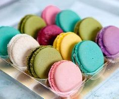 Here is a fool proof recipe that I use for making French Chocolate Macarons by David Lebovitz.Here are some pretty pictures of macarons… just because they're fun … Macarons, French Chocolate, French Macaroons, Cupcakes, Love Food, Delicious Desserts, Yummy Food, Sweet Tooth, Sweet Treats
