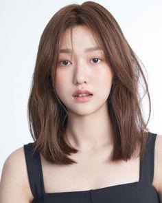 Asian Medium Hairstyles Bangs With Medium Hair, Medium Hair Cuts, Short Hair Cuts, Medium Hair Styles, Long Hair Styles, Medium Cut, Haircuts Straight Hair, Short Straight Hair, Layered Haircuts