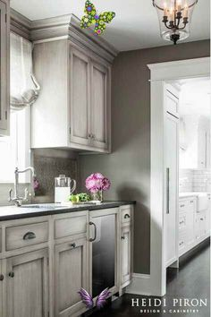 66 Gray Kitchen Design Ideas | Inspiration for Grey Kitchens | Decoholic gray kitchen design idea 56<br> Discover the magic of a gray kitchen in your home. High-level ideas and special grey kitchens to fall in love with. Click for more! Dark Grey Kitchen Cabinets, Best Kitchen Cabinets, Farmhouse Kitchen Cabinets, Grey Kitchens, Painting Kitchen Cabinets, Kitchen Paint, Cool Kitchens, Kitchen Grey, White Cabinets
