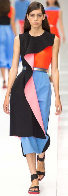Roksanda Spring 2015 Ready-to-Wear Collection Photos - Vogue London Fashion Weeks, Fashion Week 2015, Fashion Trends, Runway Fashion, High Fashion, Fashion Show, Fashion Design, Ss15 Fashion, Cubism Fashion