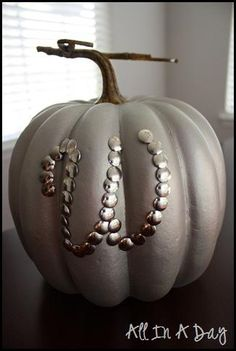 Could spray paint pumpkin copper and use white or silver thumbtacks. How to make cheap and easy DIY Halloween decorations using pumpkins - Easy No Carve Pumpkin Decorating Ideas Fall Crafts, Holiday Crafts, Holiday Fun, Diy Crafts, Holiday Ideas, Festive, Thanksgiving Crafts, Thanksgiving 2017, Holiday Themes