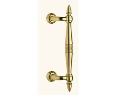 Brass pull handle Royal Stile 100% Made in Italy in brass material.  The pull handle Royal Style is realized by our italian artisans and it is suitable for any kind of entrance door or gate.  This pull handle can suit many different styles of door in fact, it is available in different finishes such as: polished brass, bronze brass, yester bronze brass and PVD. #italiandesign #interiordesign #pullhandle #brasspull #externaldoor