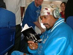 Snoop Dogg engrossed in Lolita!