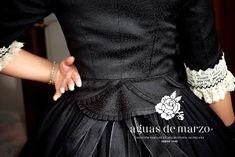 Corpiño Rococo Fashion, Victorian Fashion, Neo Victorian, Fashion Details, Floral Wreath, Fashion Outfits, Sewing, How To Wear, Inspiration