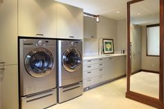 amazing, can you imagine the house this laundry room goes with