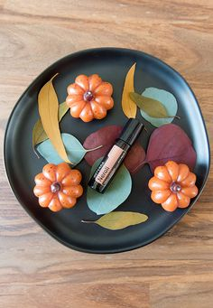 Soothing to the skin, doTERRA Neroli Touch is specially formulated with Fractionated Coconut Oil to provide a positive, calming experience when applied topically. Marjoram Essential Oil, Neroli Essential Oil, Neroli Oil, Orange Essential Oil, Coconut Oil For Face, Coconut Oil Uses, Citrus Oil, Oil Mix, Doterra Essential Oils