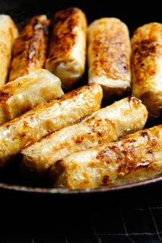 Sajgonki z patelni (7 składników) - Wilkuchnia B Food, Appetisers, Food Design, Tofu, Asian Recipes, Appetizer Recipes, Sushi, Cake Recipes, Sausage