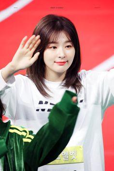 Cute Korean Girl, South Korean Girls, Korean Girl Groups, Irene, Seulgi Instagram, Kpop Couples, Velvet Shorts, Kang Seulgi, Red Velvet Seulgi