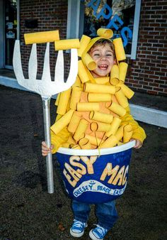 DIY Halloween Costumes for Kids – try them in Family Halloween costumes, DIY ideas for couples, food costumes, Halloween costumes for women, kids. Explore these DIY costumes and Halloween Ideas for Halloween Mono, Diy Halloween Costumes For Kids, Halloween Tags, Cute Costumes, Halloween Party, Family Halloween, Food Costumes For Kids, Halloween Costumes Kids Homemade, Great Costume Ideas