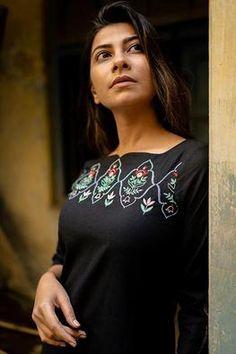Neckline Designs, Dress Neck Designs, Kurti Neck Designs, Kurta Designs Women, Blouse Designs, Embroidery On Kurtis, Hand Embroidery Dress, Kurti Embroidery Design, Embroidery Leaf