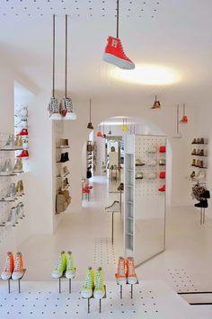 2a23ea91cd7842 podio  Ruco Line fusiona estilos para su nueva tienda en Roma Vitrine,  Boutique De
