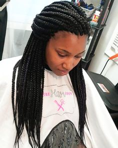 Senegalese Twist Hairstyles is a greatly popular twisted and braided hairdo worn by the african american dark women with updo, ponytail, color, bun etc. Long Senegalese Twist, Senegalese Twist Hairstyles, Twist Braid Hairstyles, Mohawk Hairstyles, Bandana Hairstyles, Twist Braids, Twists, New Natural Hairstyles, Classic Hairstyles