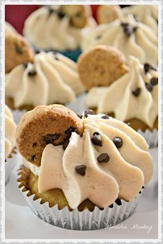 choc chip cookie dough cupcake [For vegan adaptation: in cupcakes replace eggs with cup applesauce, milk with any non-dairy milk, and butter with cup oil; for cookie dough use about of your favorite vegan cookie dough recipe; for icing just sub Yummy Treats, Delicious Desserts, Sweet Treats, Dessert Recipes, Yummy Food, Unique Cupcake Recipes, Delicious Chocolate, Homemade Chocolate, Tasty
