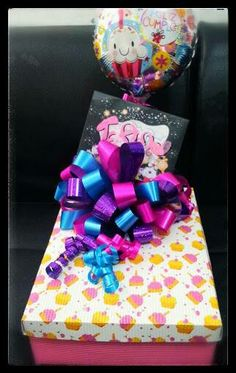 Desayonos sorpresa Birthday Door, Girl Cave, Candy Bouquet, S Girls, Catering, Diy And Crafts, Valentines Day, Projects To Try, Wraps