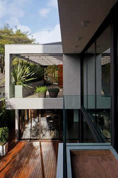 Vila Madalena, São Paulo, Brasil by Drucker Arquitetura - Vila Madalena by Drucker Arquitetura, looks like a wonderful place to live for two parents and three small children who will share its 400 square metres. Creating disguised transparency ambiances such as gardens, patios with pergolas, and openings partially protected by brises, Architecture has provided to tenants the desired sunlight, ventilation and privacy. (via designrulz.com) #Architecture #InteriorDesign #Houses
