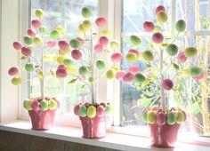 DIY Easter egg trees