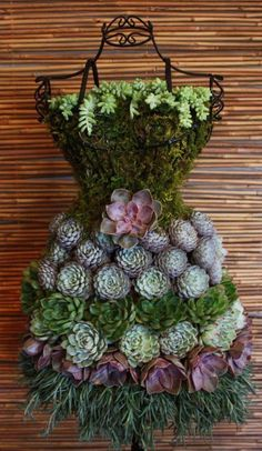 eBook Tutorial: Succulent Garden Dress Form Display – Gardening for Life Vertical Succulent Gardens, Succulent Planter Diy, Succulent Landscaping, Succulent Centerpieces, Diy Planters, Diy Terrarium, Garden Planters, Centerpiece Ideas, Succulent Outdoor