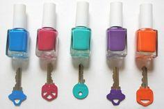 Llaves decoradas con esmaltes de uñas, detalle n.n