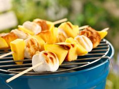 Dessertspyd på grillen Kos, Marshmallows, Cantaloupe, Potato Salad, Sweet Treats, Mango, Cheese, Tableware, Ethnic Recipes