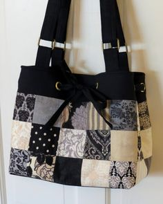 Sweet Bee Buzzings: My Momma and Her Little Black Dress. Using a charm pack Sweet Bee Buzzings: My Momma and Her Little Black Dress. Using a charm pack Patchwork Bags, Quilted Bag, Crazy Patchwork, Denim Patchwork, Fabric Bags, Fabric Handbags, Mk Handbags, Designer Handbags, Tote Purse