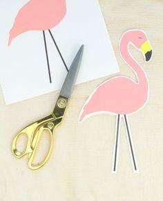 Passo a passo para fazer um transfer com imagens de flamingos. O resultado é uma bela almofada e muito feminina.