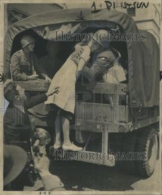 1944 Press Photo Girl Kissing Soldiers Goodbye As They Leave Montgomery Wa Last Kiss, Press Photo, Kissing, World War Ii, Soldiers, Fictional Characters, World War Two, Wwii, Fantasy Characters