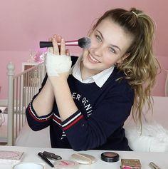 Nieuwe video van Joy Joy gaat haar make up doen met haar handen getapt wil je deze video ook zien die staat nu online kijk hem zeker ❤️❤️