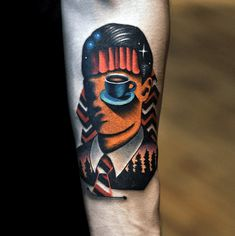Back To The Black Lodge con tatuaggi Twin Peaks 90s Tattoos, Cool Arm Tattoos, Head Tattoos, Time Tattoos, Feather Tattoos, Forearm Tattoos, Tattoos For Guys, Fandom Tattoos, Tatoos