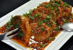 Lagarto na pressão com molho de tomate é uma receita deliciosa, prática e econômica INGREDIENTES 1 e ½Kg de lagarto limpo 3 colheres (sopa) de óleo 1kg de tomate sem peles e sementes 3 pimentões picados 3 cebolas médias picadas 4 dentes de alho picados 1 colher (sopa) de colorau (urucum em pó) Sal e …